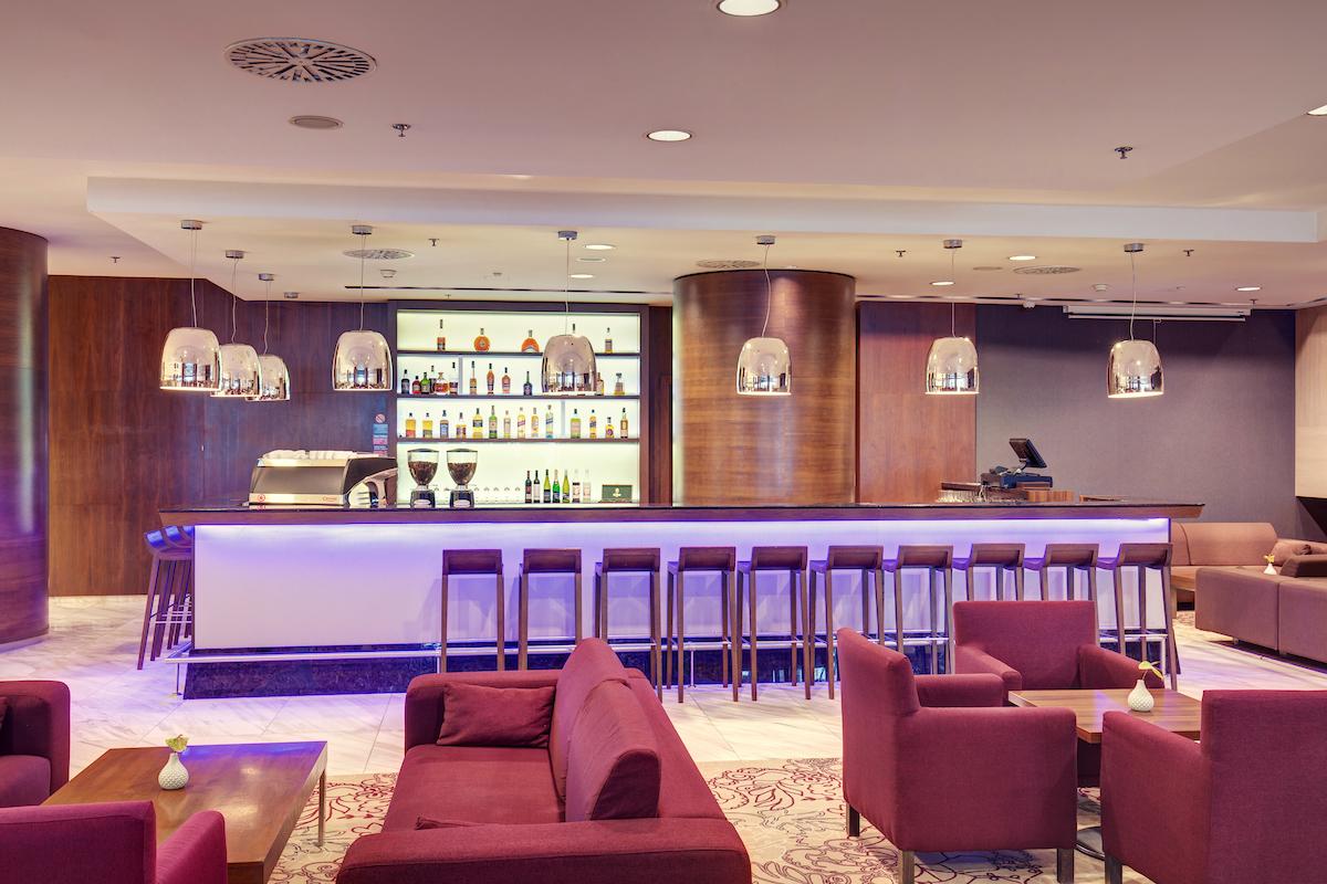 gastronomia_double_tree_kosice_cafe_slovan_lobby_bar