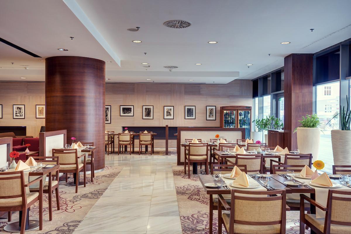 gastronomia_double_tree_kosice_cafe_slovan_lobby_bar2