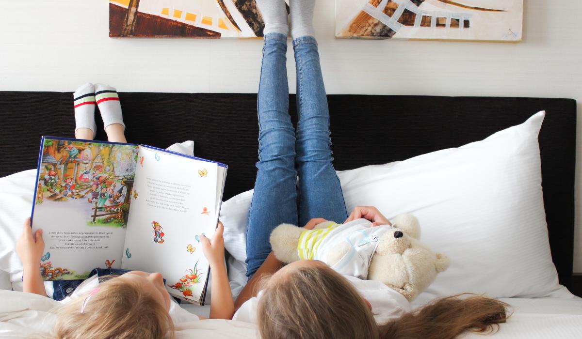 deti na posteli
